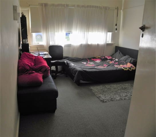Spacious bedroom(available for rent from late Sep) - Wollongong - Hus