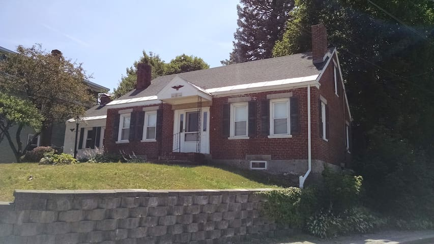 Historic & Charming 204 Year Home - Families Ok! - Lewiston
