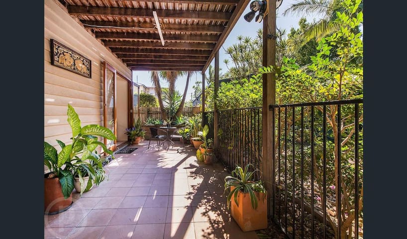 Quiet oasis in self contained unit - Coorparoo