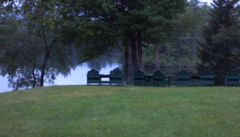 Cozy Lakeside Cottage - Whitefield - Cabaña