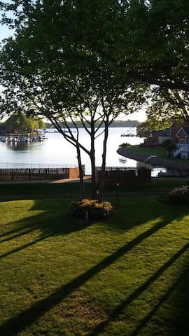 Lake front condo with sunset view - Cornelius