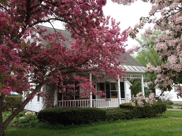 Perfect Middlebury College & Town Location - Middlebury