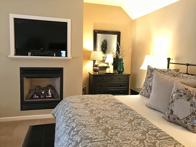 Private Luxe King Suite, Fireplace, Double Jacuzzi - Intervale - Hus