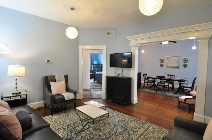 Trendy downtown Condo -great for longer stays - Greenville