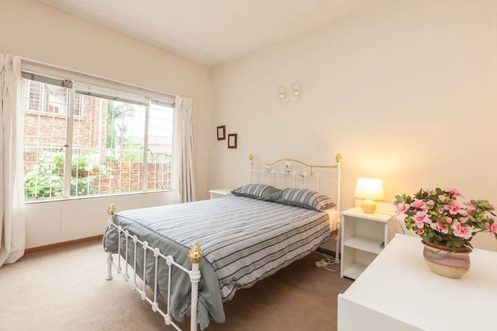 Spacious 2 Bedroom self catering flat with a study - Centurion