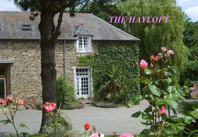 The Hayloft. Comfortable with Indoor Pool. - Saint-Thual - Cabaña en la naturaleza