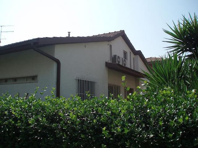 Villa bifamiliare con giardino - Capalbio Scalo - House