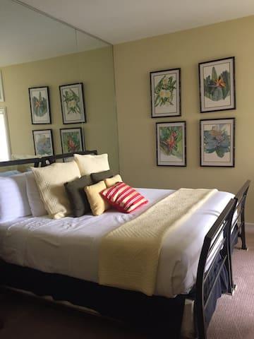 Oceanview bedroom with private bath - Kapalua - Villa