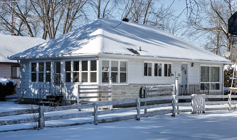 3BR Charming Cottage Steps to the Simcoe Lake - Innisfil