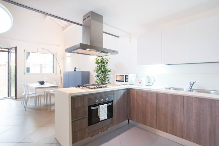 Murano Loft: free wi-fi - Garden - Close to Venice - Venetië - Appartement
