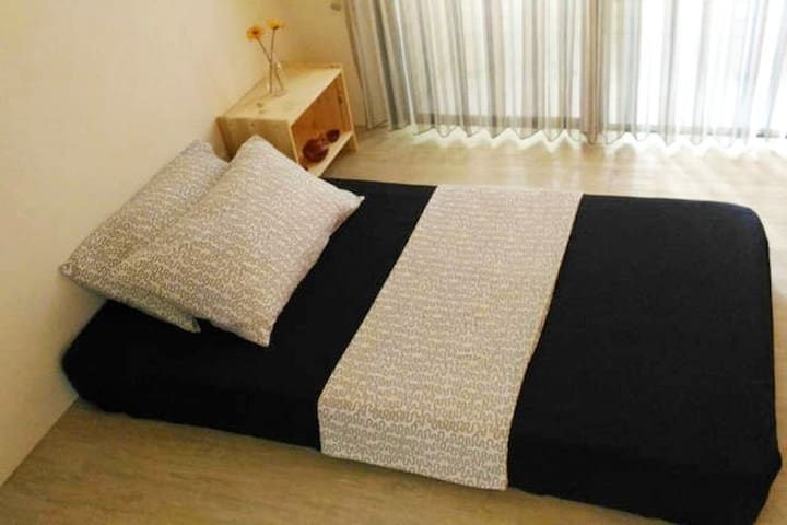 Private room/balcony★MRT 3 min★awesome location - Zuoying District - Apartament
