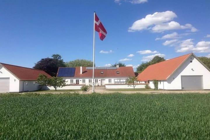 Countryside charm at Agermosegaard - Assens - Hus