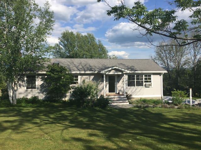 mountain view home close to town - Shaftsbury