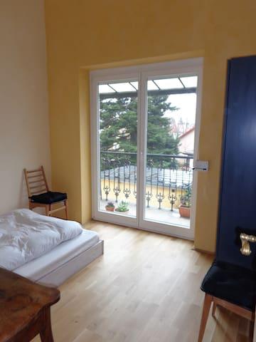 Baden bei Wien: guest room with balcony - Baden - Leilighet