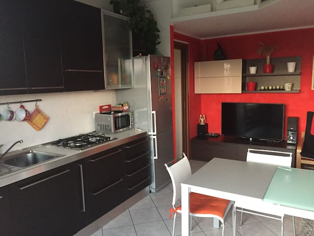Studio Appartament Cassina Rizzardi - Cassina Rizzardi - Departamento