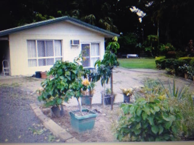 Charming place in Gordonvale Cairns - Gordonvale - Bed & Breakfast