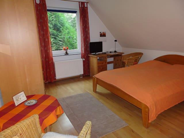 Schöne(s) Zimmer ( DZ o.EZ) in toller Lage - Wunstorf - Casa