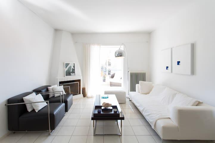 White & minimal apartment - Μαρούσι