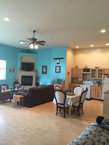 Grand Guest House-Sleeps 10 in Reno - Reno