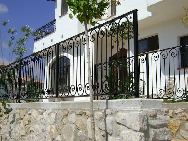 Spanish Style Guest Suite - Merom Hagalil - Apartemen