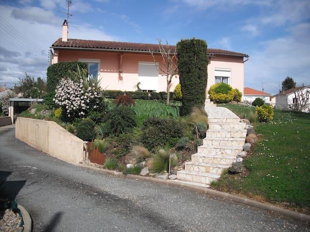 appartement rch, dans agréable maison avec jardin - Bergerac - Apartemen