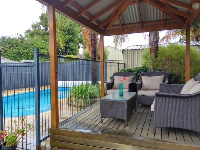 3 C's ...Comfy, Convenient & Clean - Thornlie - Huis