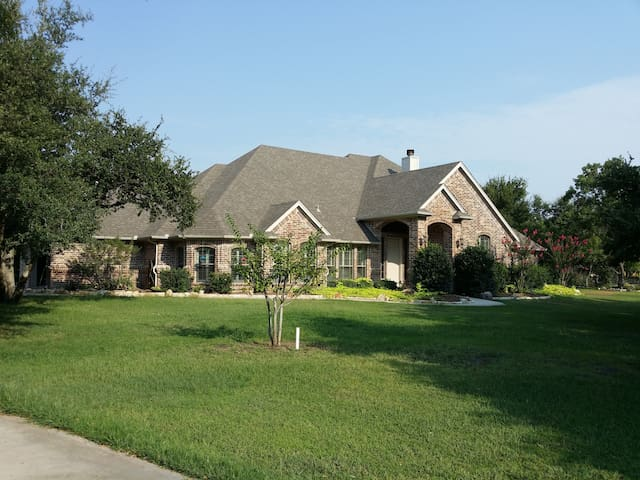 Country Living, City Close (Tropical Room) - Fort Worth - Casa