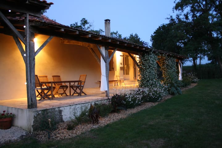 Midi Pyrenees farmhouse with pool. - Lagarde Hachan - Hus