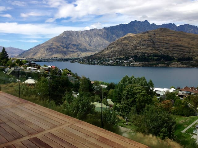 Spacious luxury with ensuite (New) - Queenstown