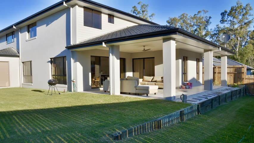 Large modern house in lovely estate - Waterford - Huis