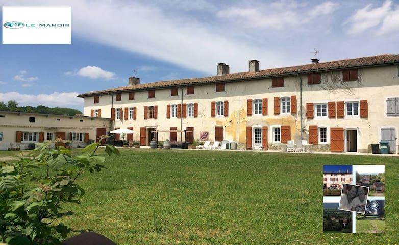 Mooi appartement in een voormalig nonnenhuis - Villeneuve-de-Rivière - Appartement