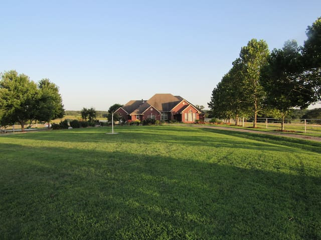 Cimarron Dunes Bed and Breakfast! 4bd, 3.5bath - Stillwater - Bed & Breakfast