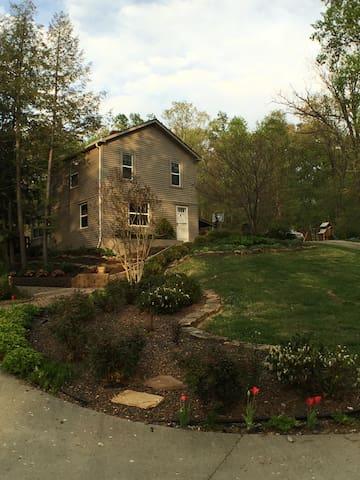 2 BD 1 BA Retreat House  15 min to downtown Lou,Ky - Louisville - Casa