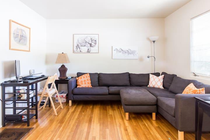 Quaint Downtown Apartment - Модесто - Квартира