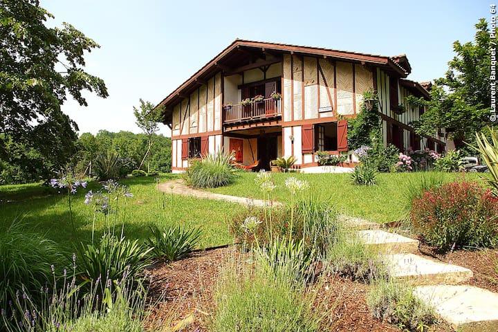 Villa 15 couchages calme et nature - Urcuit - Hus