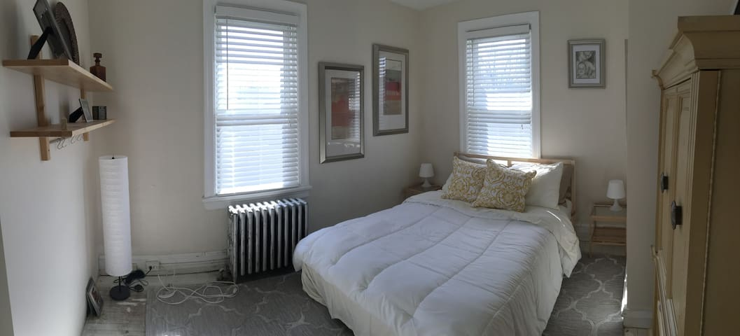 Private clean room. Great location! - Oaklyn - Huis
