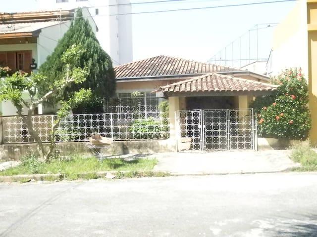 Casa Coletiva Democrática - Taubaté - Casa