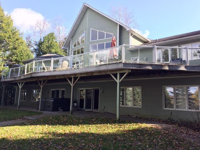Luxury on Chandos Lake in Ontario's Kawarthas - Harcourt