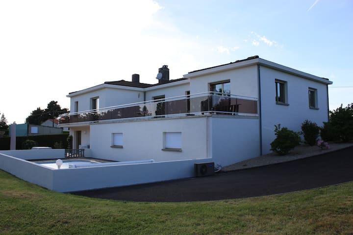 Proche Puy de fou, grande maison avec piscine - Breuil-Barret
