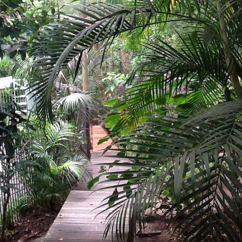 Bush/coastal hideaway in the trees - Koolewong - Huis