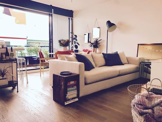 Light, Bright, and Inviting 1 Bedroom Apartment - Brunswick East - Lägenhet