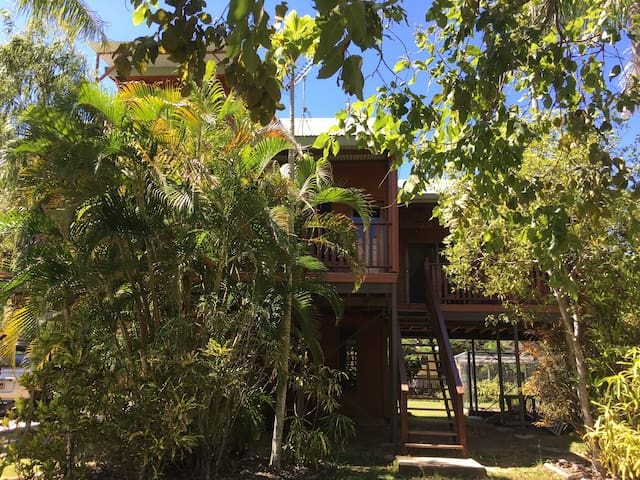Close to the front beach - Magnetic Island - Bed & Breakfast