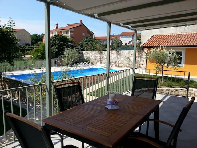 Lavender dreams: new, comfortable + big pool - Savudrija - Leilighet