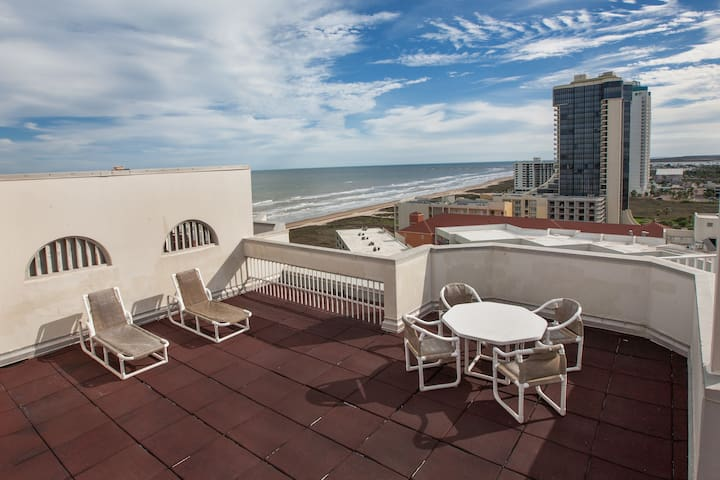 Beachfront Penthouse with private rooftop balcony - South Padre Island - Lyxvåning