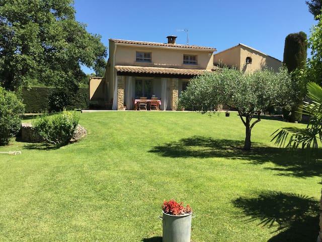 Villa provençale avec piscine - Saint-Quentin-la-Poterie - Talo