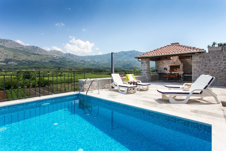 Villa with Terrace and Private Pool - Gruda