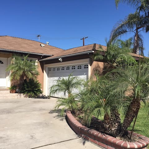 Lovely House - 15 mins away from Downtown LA - Downey - Hus