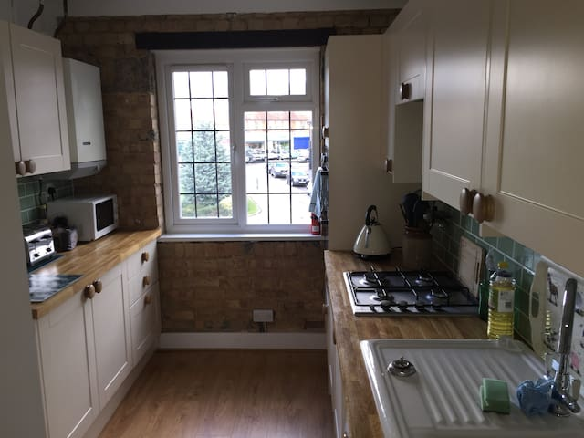 Private double room in recently refurbished flat - Brookmans Park - Lägenhet