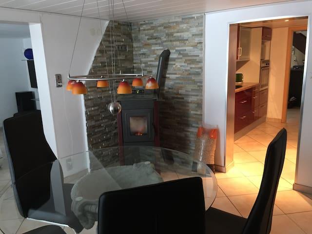 Ruhiges, komfortables Zimmer mit guter Anbindung! - Leutkirch im Allgäu - Hus