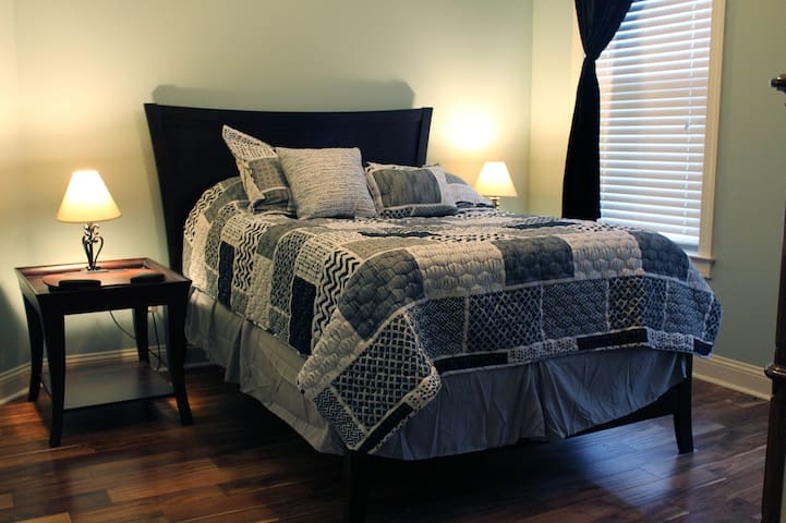 Private Sleeping Room in Charming Greenville Home - Greenville